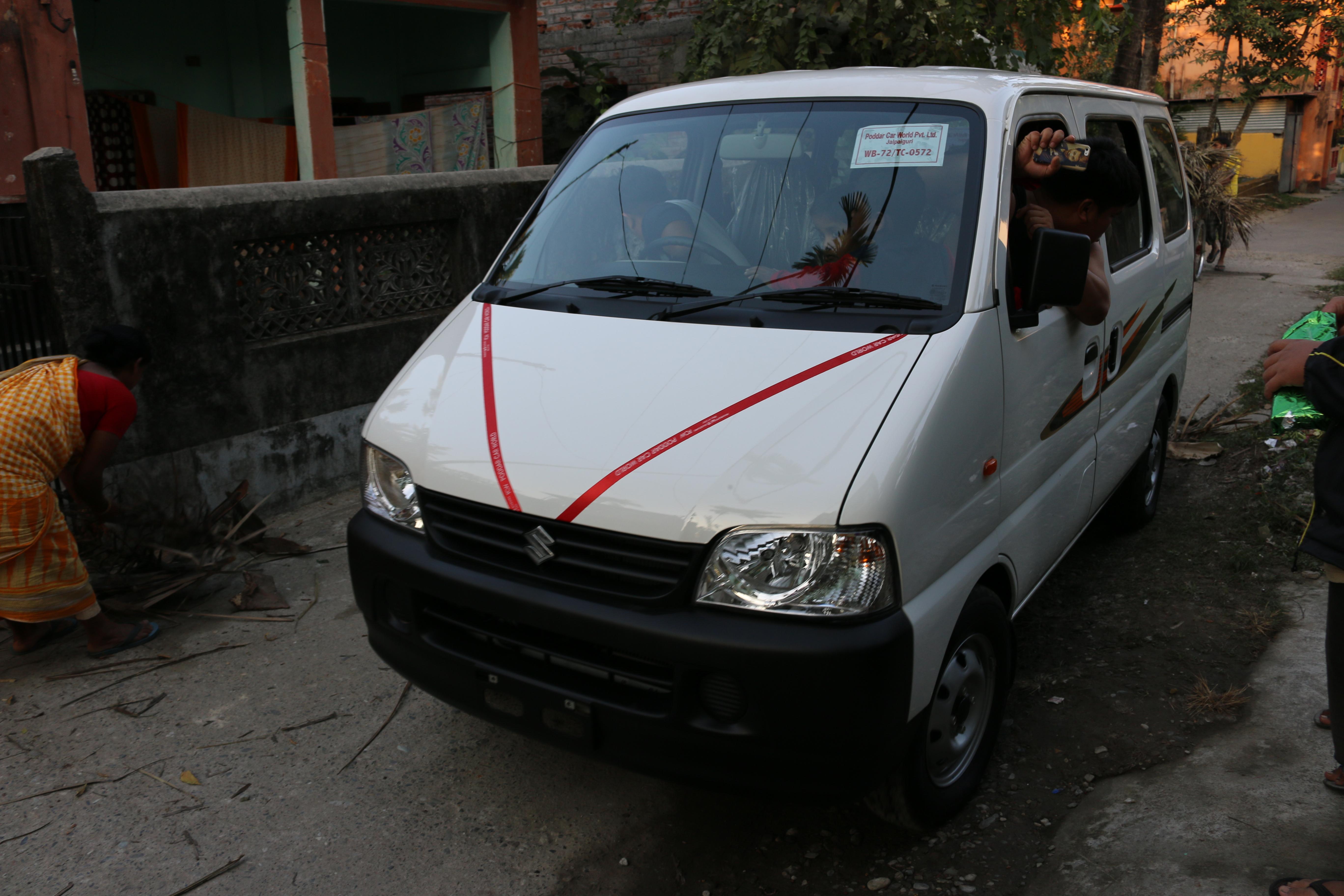 Agenția Kairos - Microbuz pentru India