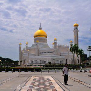 Brunei Adoptă Legea Șaria – Convertirea de la Islam Atrage Pedeapsa cu Moartea