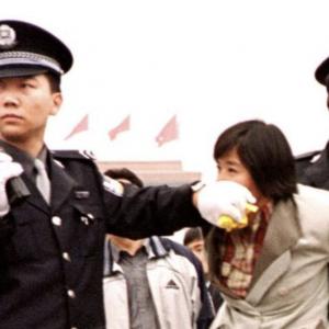 Membrii unei biserici din Sichuan (China), arestați în timpul slujbei online de Paște