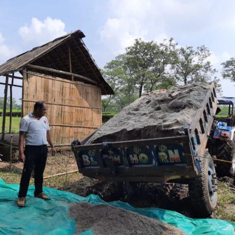 Construcția unei case pentru Amit Uraou