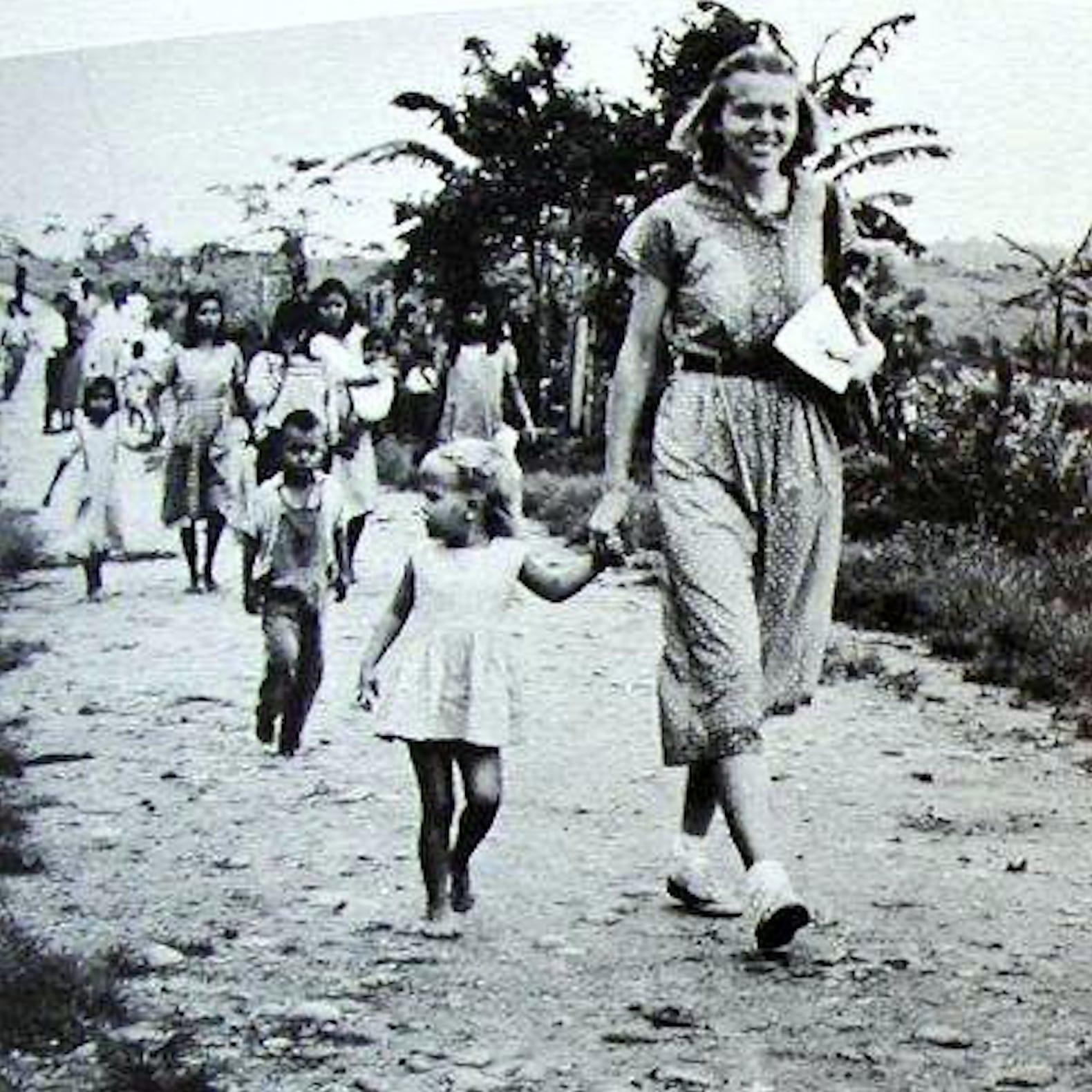 Betty Elliot s-a întors să slujească chiar în mijlocul tribului care i-a ucis soțul și a luat-o pe fiica lor Valerie cu ea.